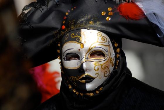 Μάσκα Moretta, μαύρη βελούδινη, οβάλ, γυναικεία (από το karenegren.com)